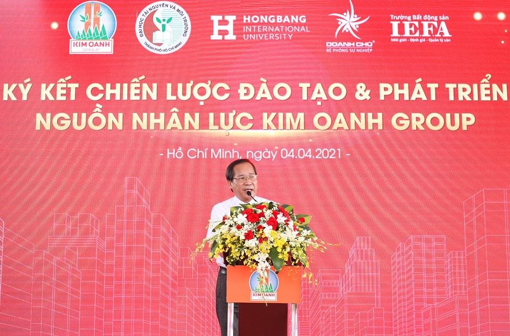 Ông Lê Văn Phùng - Trưởng phòng Công tác sinh viên - Trường ĐH Tài Nguyên Môi Trường TP.HCM phát biểu